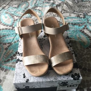 Gorgeous wedge sandals rose gold pale color